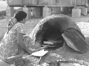 """אישה בתל ירוחם [צילום: כהן פריץ/לע""""מ]"""